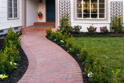 Садові доріжки: який матеріал краще обрати, плюси та недоліки